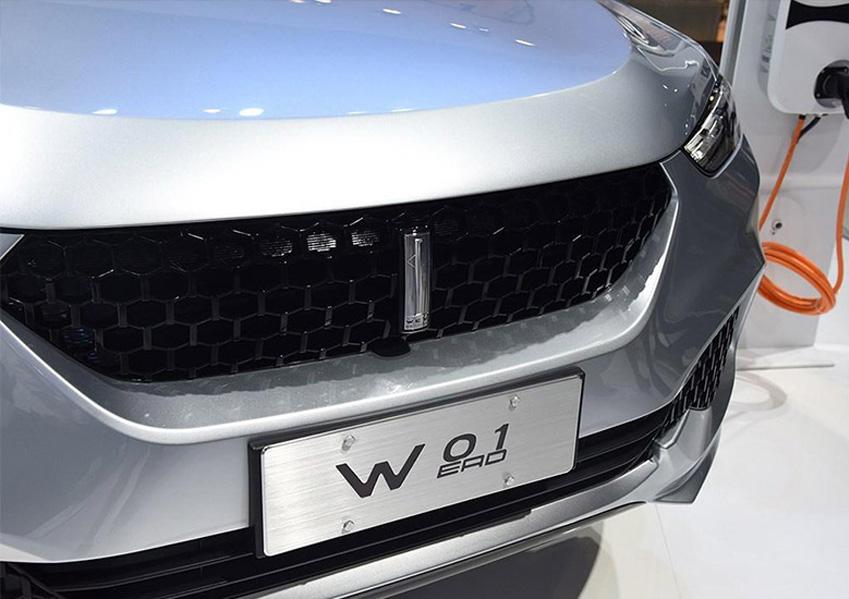 """11月16日,长城汽车正式发布了其全新的高端品牌""""WEY"""",中文名为""""魏派""""。新品牌主打价格区间为15到20万元,据悉首款SUV车型将于2017年4月上市。新的品牌名称为""""WEY"""",引自长城汽车创始人魏建军先生的姓氏,和众多国际知名车企一样,这是第一个以创始人姓氏命名的中国汽车品牌。  WEY品牌(中文定名魏派)是使用了长城创始人魏建军先生的姓氏音译,WEY是中文""""魏""""的罗马文,以创始人的姓名作为品牌名称在世"""